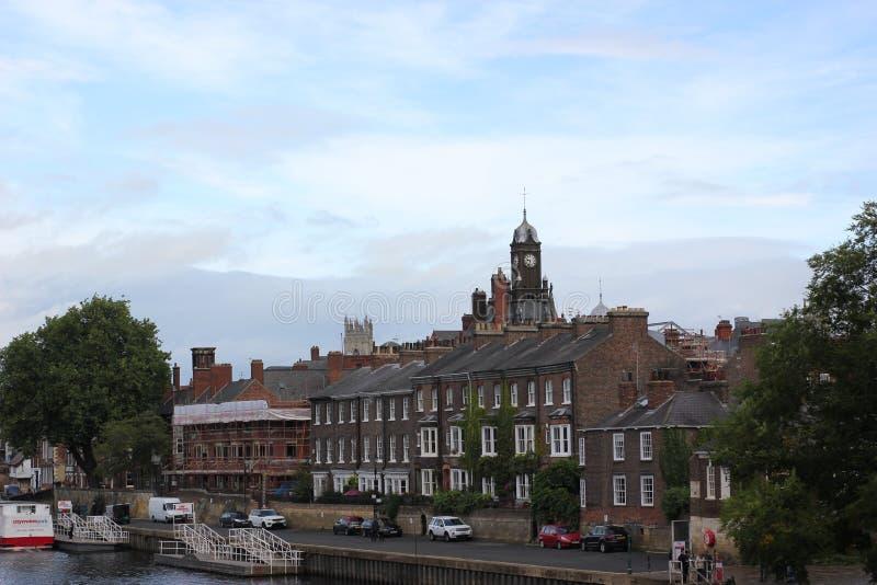 Vista no centro da cidade de York de um do beira-rio das pontes em setembro de 2018 fotografia de stock