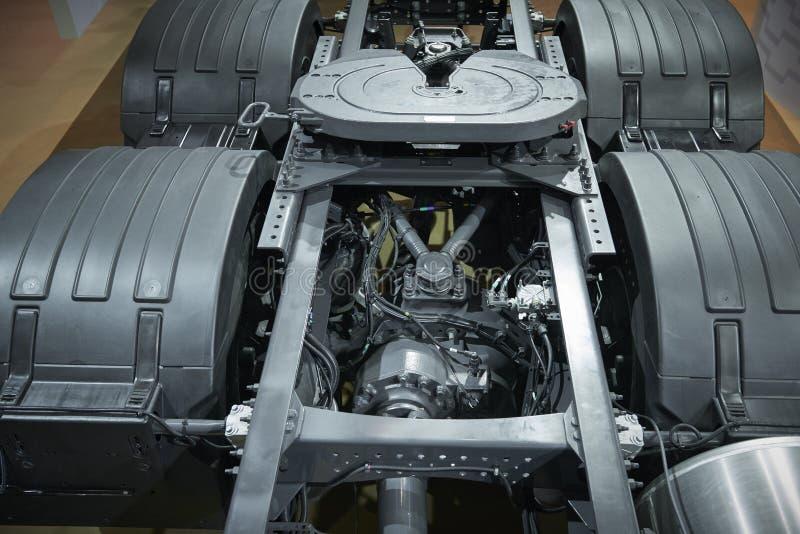 Vista no equipamento do quadro do chassi do caminhão Dispositivos traseiros dos detalhes das peças do caminhão Quadro novo do cha foto de stock royalty free