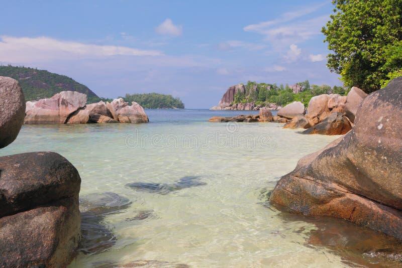 Vista no golfo Anse Islette Porto Glod, Mahe, Seychelles imagens de stock royalty free