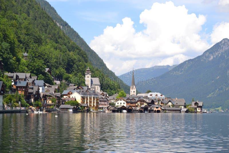 A vista no Hallstat do lago fotos de stock royalty free