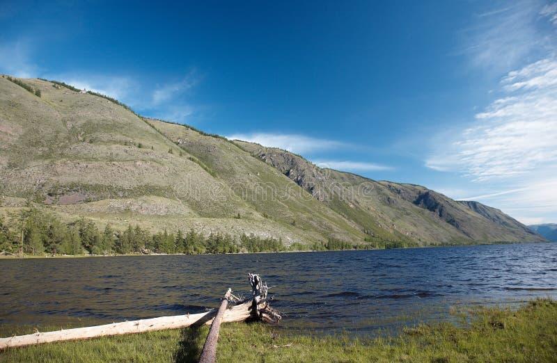 Vista no lago da montanha imagens de stock royalty free