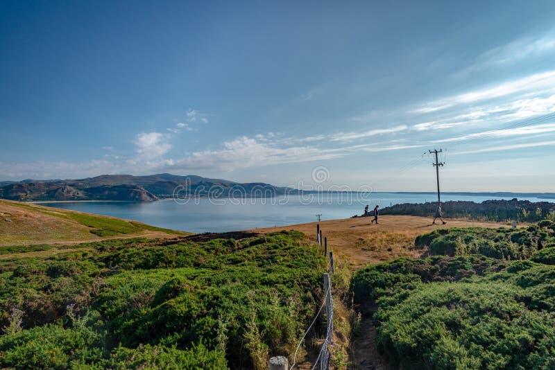 Vista no mar do grande complexo da cimeira de Orme, Llandudno, Gales fotografia de stock royalty free