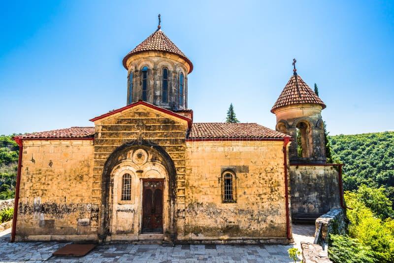 Vista no monastério de Motsameta perto de Kutaisi, Geórgia fotos de stock royalty free