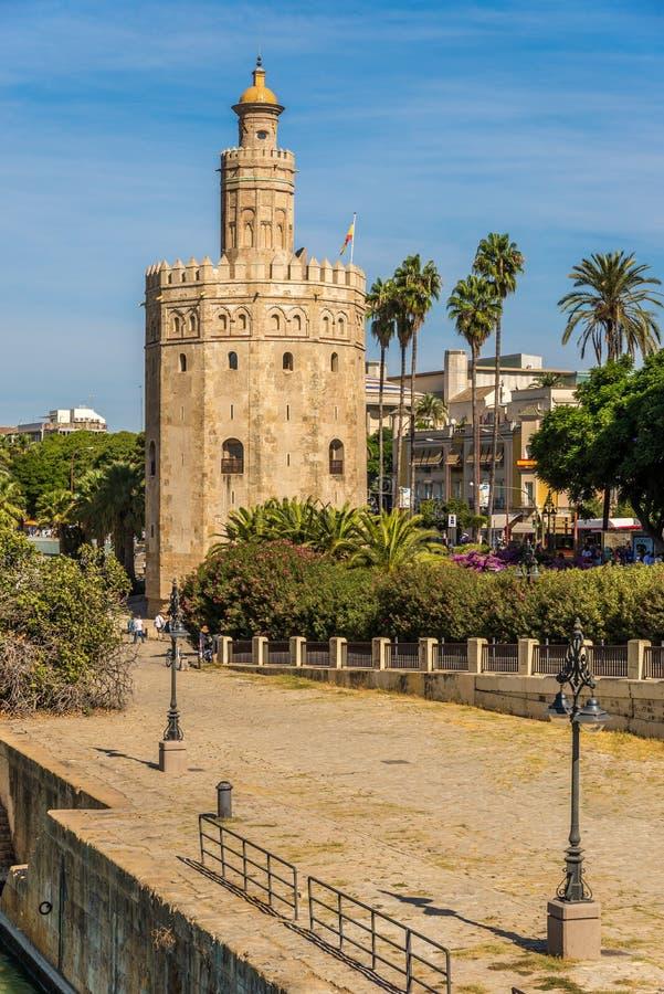 Vista no ouro Torre Torre del Oro em Sevilha - Espanha foto de stock