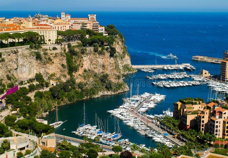 Vista no porto com iate e barcos em Monte - Carlo, Mônaco imagem de stock