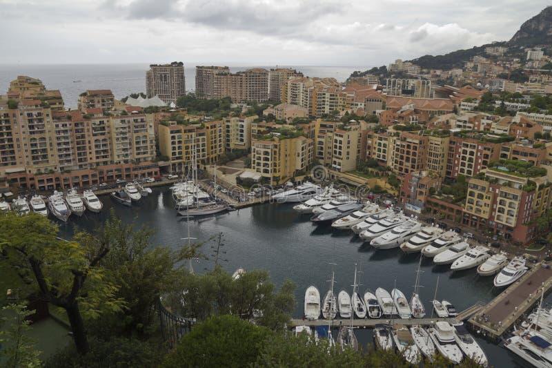 Vista no porto pequeno em Mônaco imagens de stock royalty free