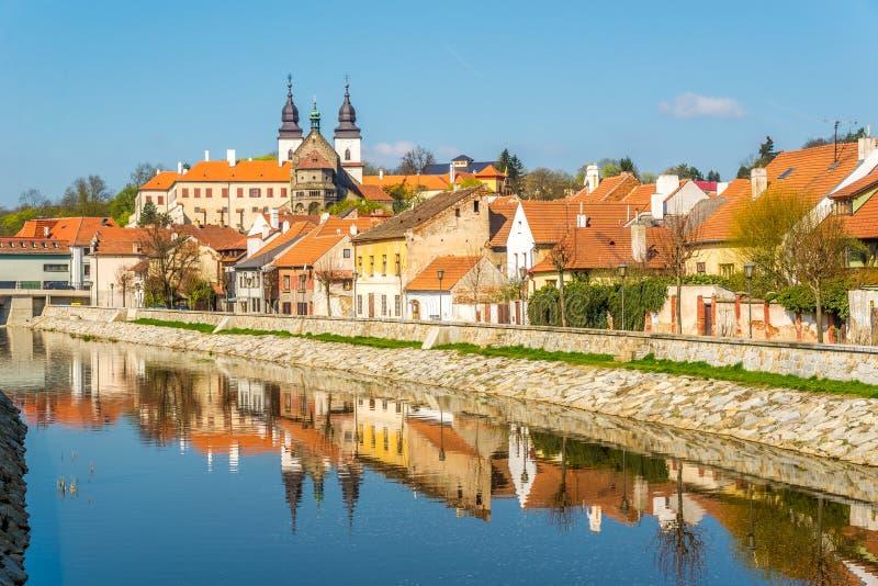 Vista no quarto judaico hisorical com o rio de Jihlava em Trebic - Moravia, república checa fotografia de stock