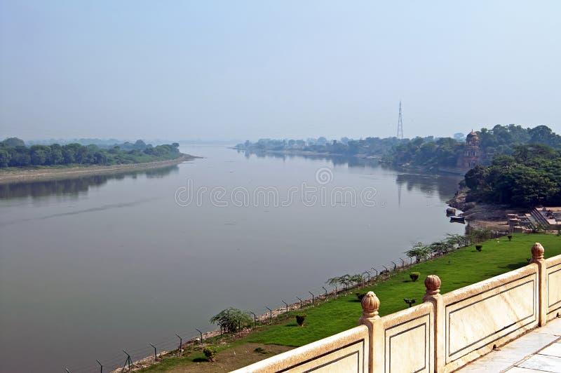 Vista no rio de Yamuna de Taj Mahal em Agra India imagens de stock royalty free