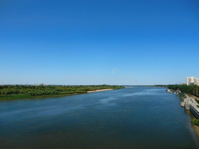 Vista no Rio Volga, Federação Russa, Astracã fotografia de stock