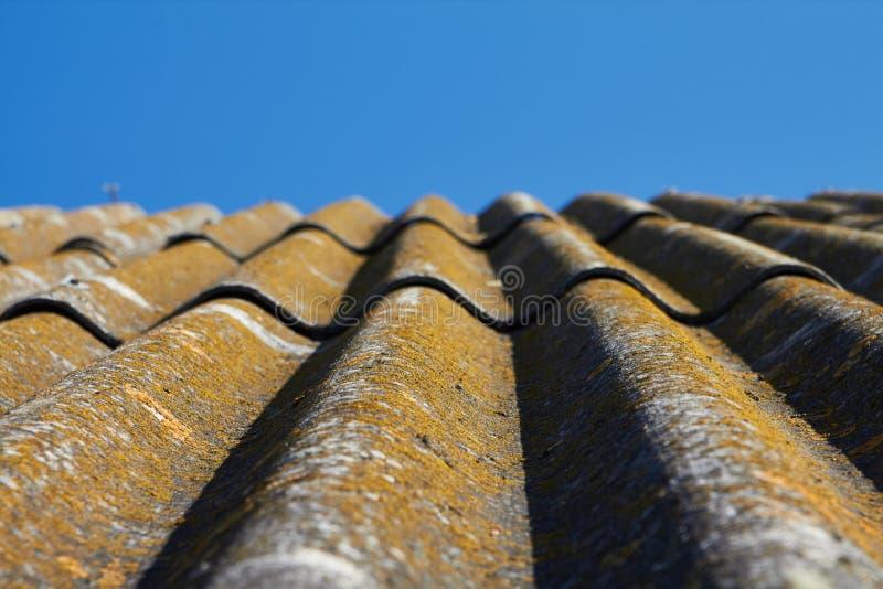 Vista no telhado ao céu imagem de stock royalty free