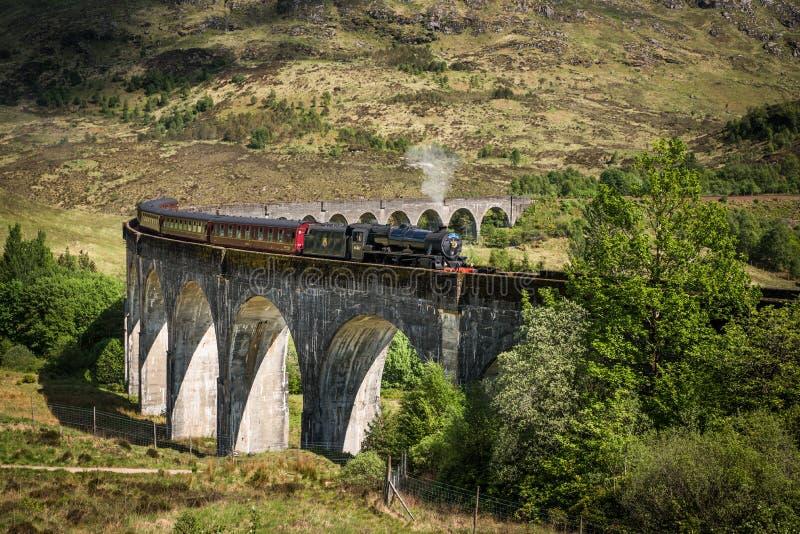 Vista no viaduto de Glenfinnan foto de stock royalty free