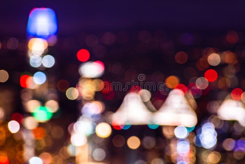 Vista nocturna aérea Defocused del distrito financiero de San Francisco; bokeh del fondo de luces coloridas; fondo abstracto imágenes de archivo libres de regalías