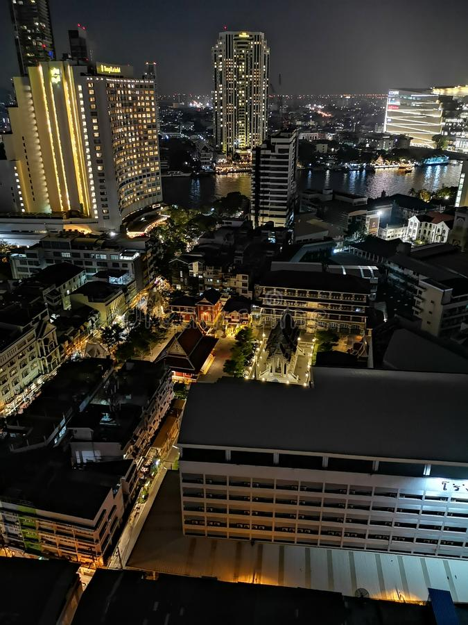 Vista nocturna de Bangkok del top imagen de archivo