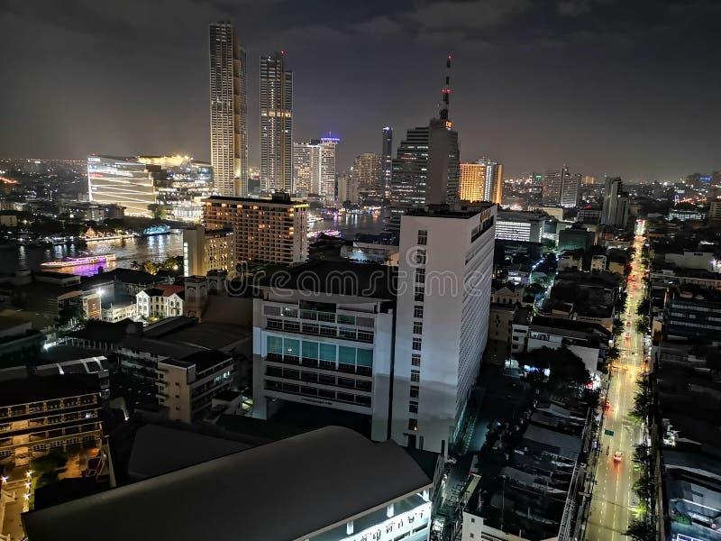 Vista nocturna de Bangkok del top imagen de archivo libre de regalías
