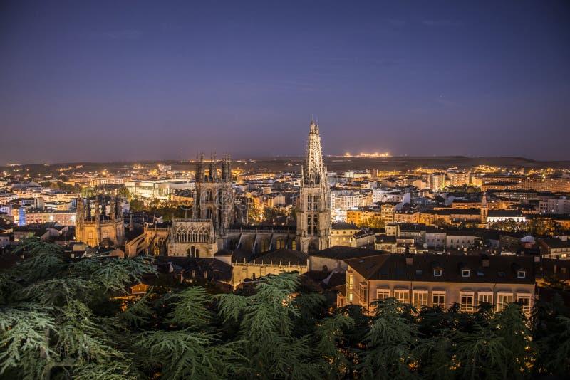 Vista nocturna de Burgos przeciwu los angeles Catedral, Burgos, Castilla y Leà ³ n España obraz royalty free