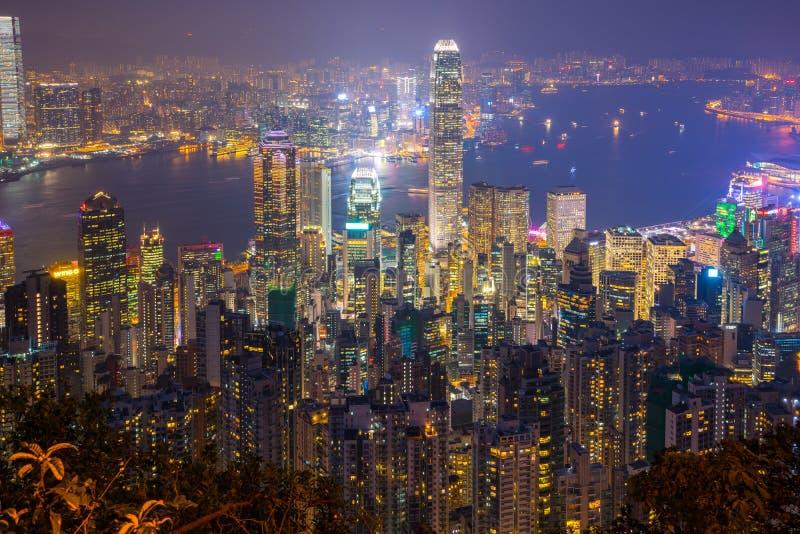 Vista nocturna del paisaje urbano de Hong Kong en Hong Kong, China fotografía de archivo