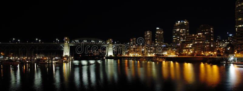 Vista nocturna del puente de Burrard fotografía de archivo libre de regalías