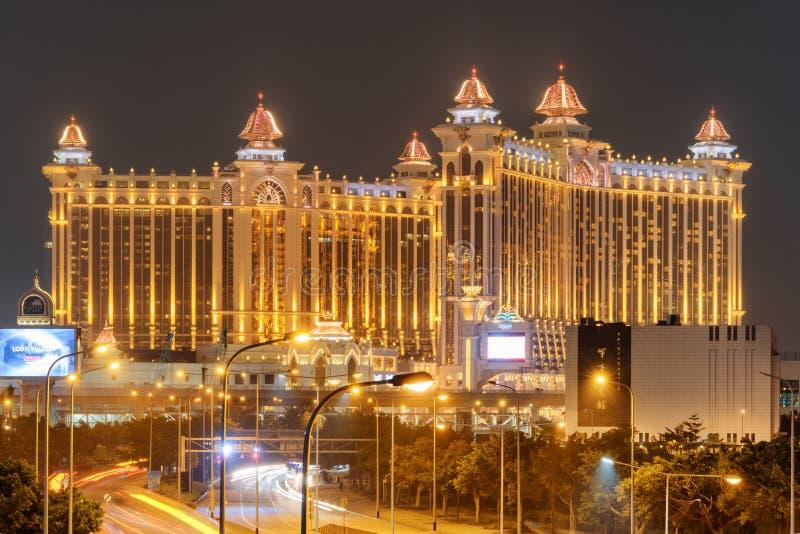 Vista nocturna que sorprende de la galaxia Macao en Cotai Centro turístico del casino imagen de archivo libre de regalías