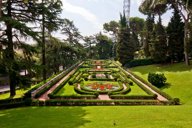 Vista nos jardins de Vatican imagens de stock