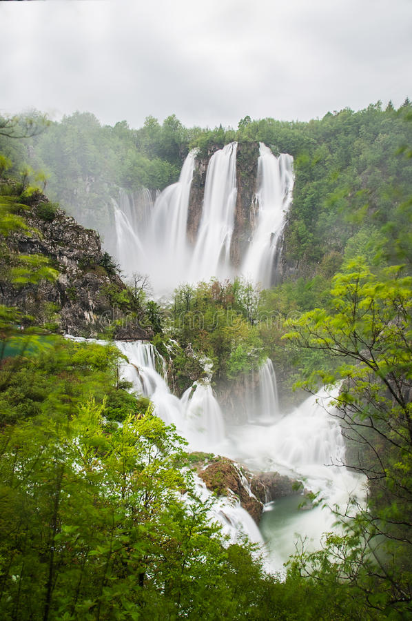 Vista nos lagos Plitvice fotografia de stock royalty free