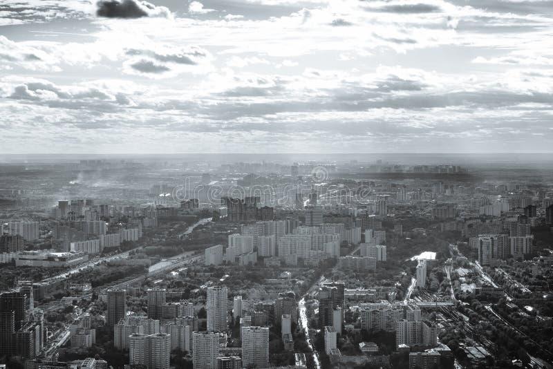 Vista a oeste da cidade de Moscou em preto e branco imagem de stock royalty free