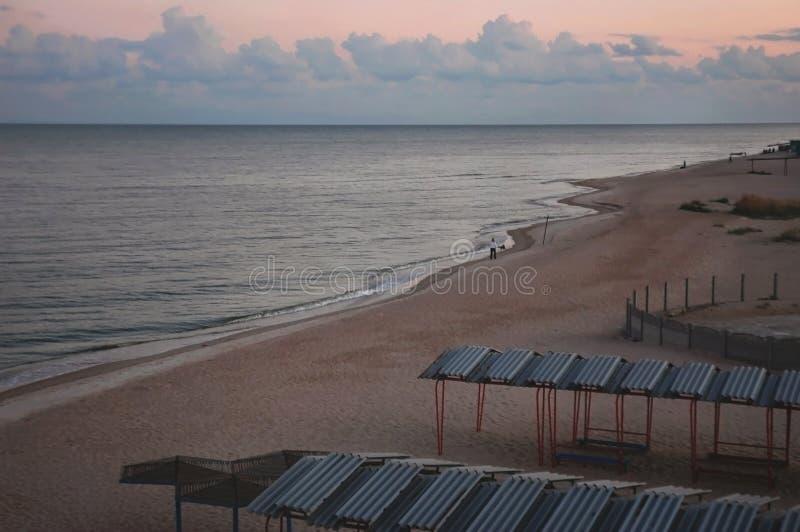 Vista pacifica sull'uguagliare vista sul mare e le belle nuvole fotografia stock