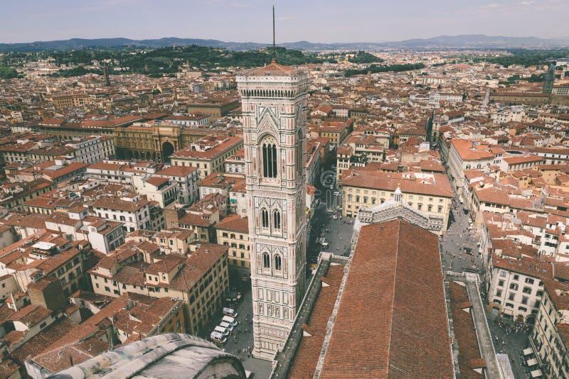 Vista panorámica aérea de la ciudad de Florencia y del Campanile de Giotto foto de archivo libre de regalías