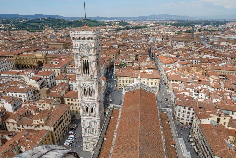 Vista panorámica aérea de la ciudad de Florencia y del Campanile de Giotto fotos de archivo libres de regalías