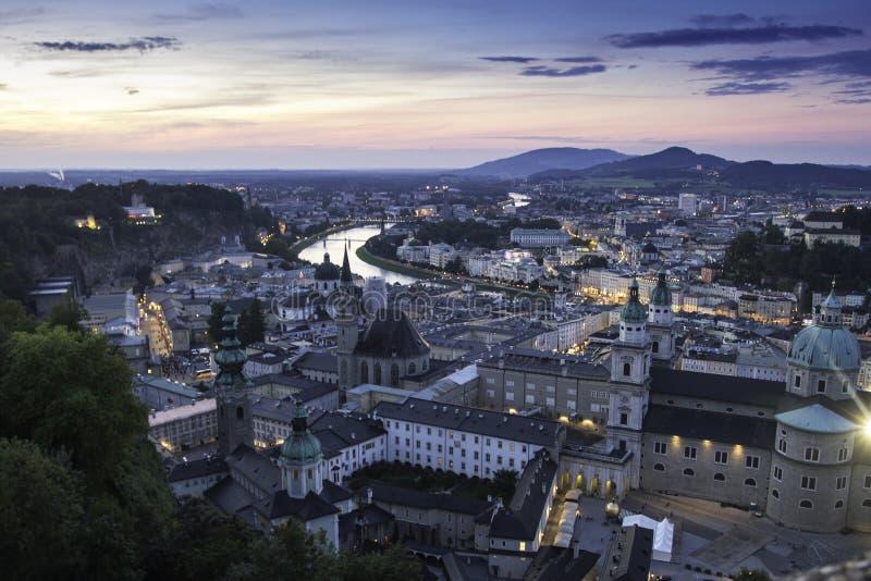 Vista panorámica aérea de la ciudad histórica famosa de Salzburg foto de archivo libre de regalías