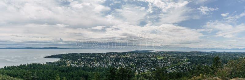 Vista panorámica aérea de la ciudad de Victoria del parque de Douglas del soporte con una escena hermosa del Océano Pacífico foto de archivo