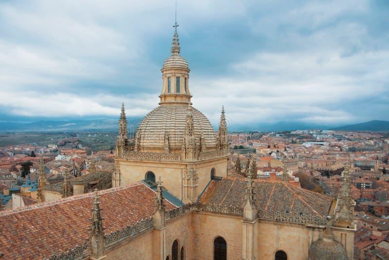 Vista panorámica aérea del centro histórico del sity de Segovia de la vieja remolque fotos de archivo