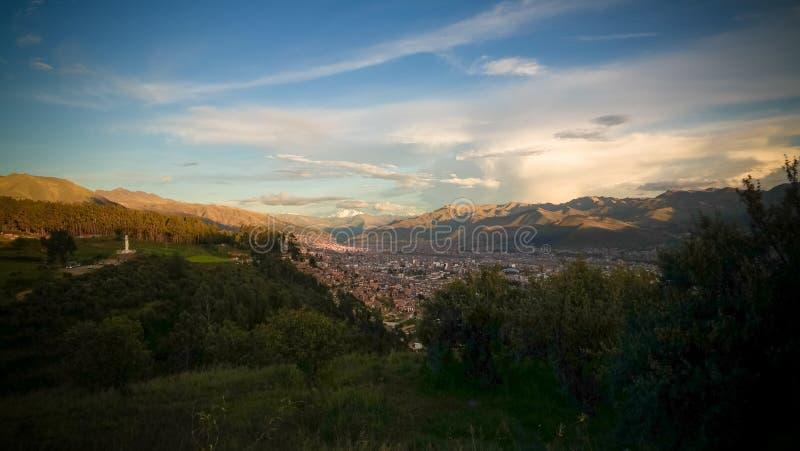 Vista panorámica aérea a la ciudad de Cuzco, Perú imagen de archivo