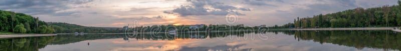 Vista panorámica al lago Valea Morilor en Chisinau, el Moldavia fotos de archivo