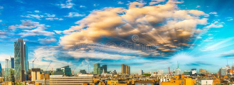 Vista panorámica asombrosa de Londres en la puesta del sol, Reino Unido fotografía de archivo libre de regalías