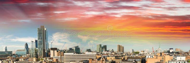 Vista panorámica asombrosa de Londres en la puesta del sol, Reino Unido foto de archivo