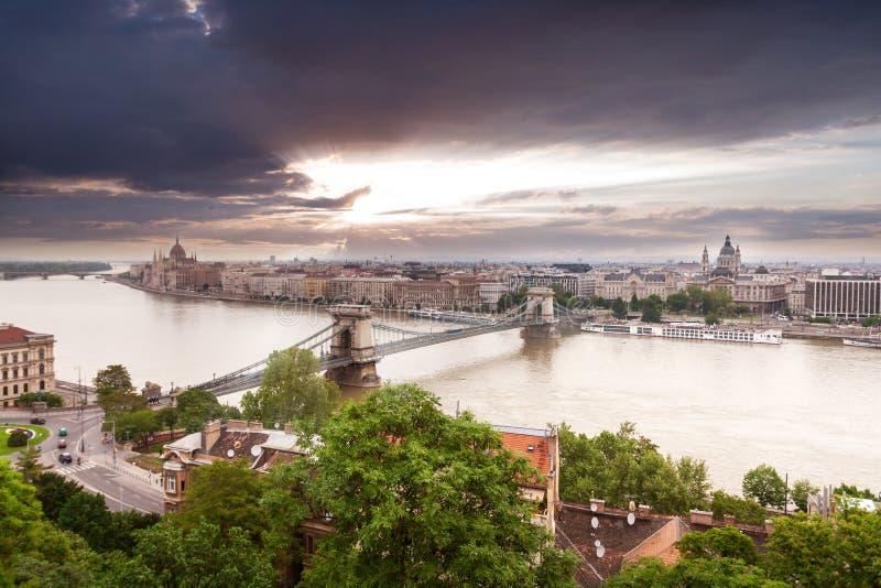 Vista panorámica de Budapest de la costa de Buda imágenes de archivo libres de regalías