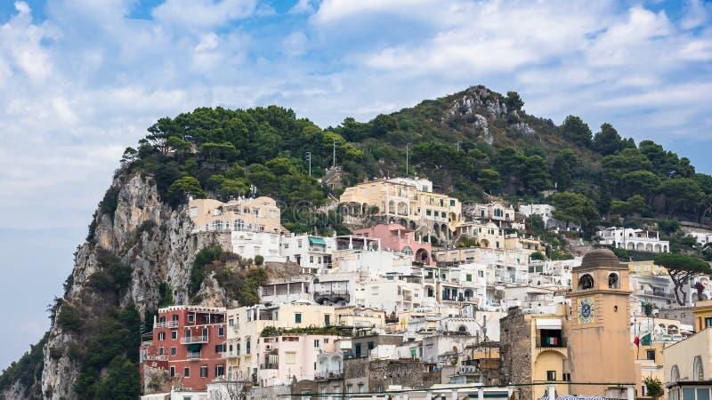Vista panorámica de edificios en la isla de Capri imagen de archivo libre de regalías
