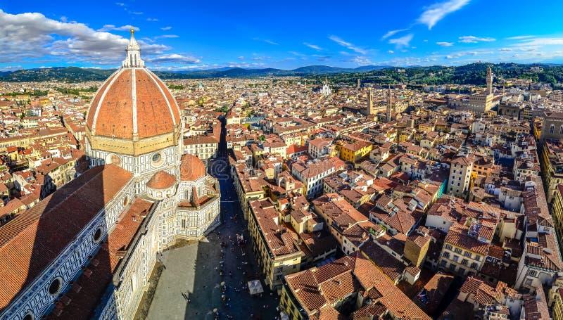 Vista panorámica de Florencia con el Duomo y la cúpula imagen de archivo libre de regalías
