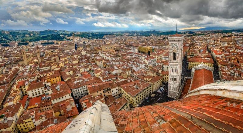 Vista panorámica de Florencia de la cúpula de la catedral del Duomo fotos de archivo libres de regalías