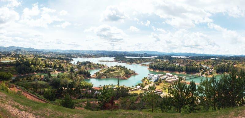 Vista panorámica de Guatape Dam Penon de Guatape - Colombia fotografía de archivo libre de regalías