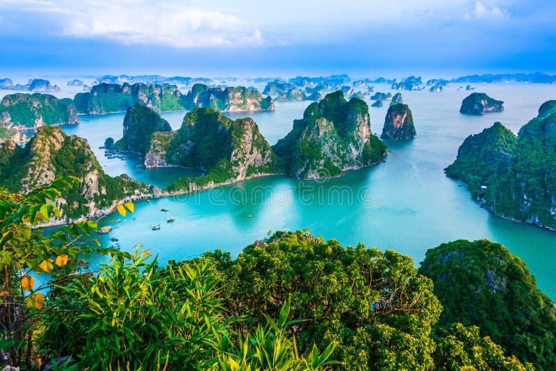 Vista panorámica de Ha Long Bay, Vietnam foto de archivo libre de regalías