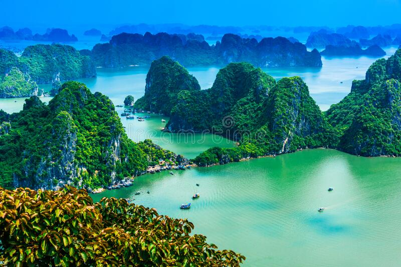 Vista panorámica de Ha Long Bay, Vietnam foto de archivo