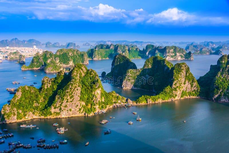 Vista panorámica de Ha Long Bay, Vietnam fotos de archivo