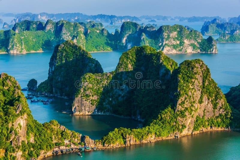 Vista panorámica de Ha Long Bay, Vietnam fotos de archivo libres de regalías