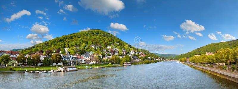 Vista panorámica de Heidelberg y del río Neckar de Karl Theodor imagen de archivo libre de regalías