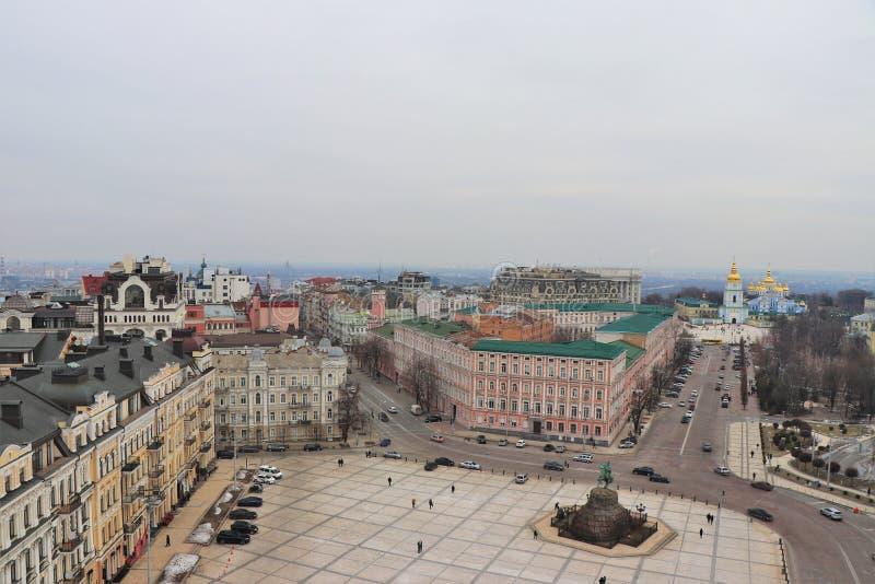 Vista panorámica de Kiev Con el monasterio de San Miguel en el fondo imagen de archivo