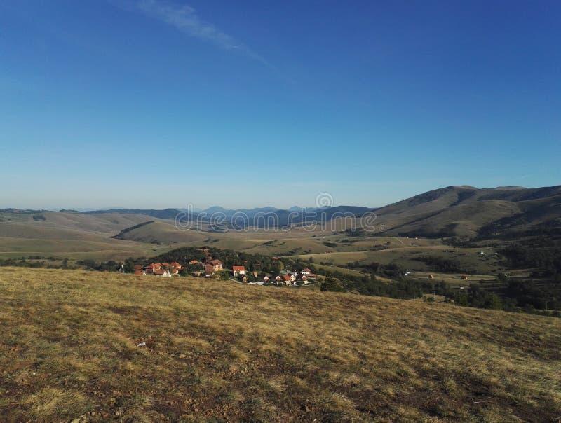 Vista panorámica de Kopaonik, del campo y de la montaña, Serbia fotografía de archivo libre de regalías