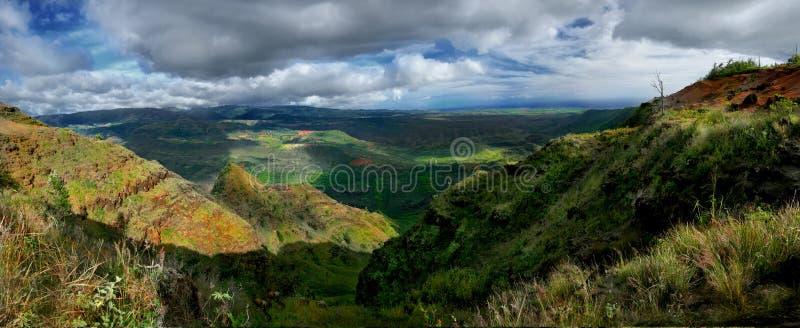 Vista panorámica de la barranca de Wiamea en Kauai Hawaii foto de archivo