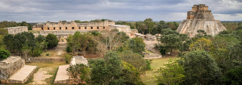Vista panorámica de la ciudad antigua del maya de Uxmal, Yucatán, Meco fotos de archivo libres de regalías
