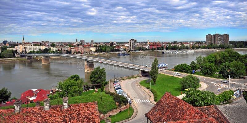 Vista panorámica de la ciudad de Novi Sad fotos de archivo libres de regalías